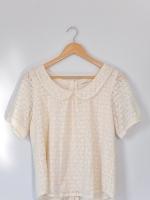เสื้อลูกไม้คอบัวสีครีม simplicite
