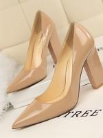 รองเท้าส้นสูงแฟชั่น รองเท้าคัทชู หรือรองเท้าทำงานหลากสไตล์