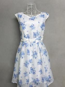 เดรส COLZA สีขาวลายดอกไม้สีน้ำเงิน