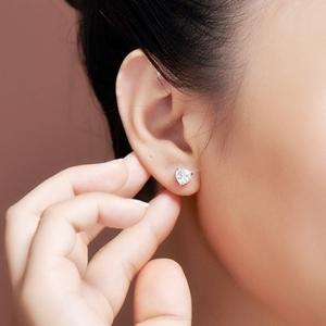 ต่างหูชุบทองขาวรูปหัวใจคริสตัลสีเงิน