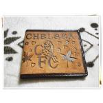 กระเป๋าสตางค์ใบสั้น หนังกลับ ลายทีมฟุตบอล Chelsea สีน้ำตาลอ่อน C001