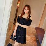 **สินค้าหมด Dress3915-Size-XL-สีดำ ชุดเดรสเว้าไหล่ทรงปล่อยสีพื้น แต่งกระดุมมุก พร้อมสายผูกเอวหัวมุก ผ้าเนื้อดีมีน้ำหนักทิ้งตัวสวย