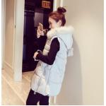 MหรือL (ขนาดเท่ากัน) สีเทา : เสื้อกั๊กกันหนาว บุนวมฟูๆ แต่งขนเฟอร์สีขาวที่ฮู้ด ผ้าร่มเนื้อดีกันลม เกาหลีมากๆ พร้อมส่ง