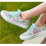 รองเท้าผ้าใบ ผู้หญิง รองเท้าหุ้มส้น แบบวัยรุ่น ใส ๆ เพ้นท์ลายดอกกุหลาบ โทนสีฟ้า อมเขียว รองเท้าแนว สปอร์ต สวย ๆ 545807
