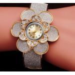 นาฬิกาข้อมือ นาฬิกาผู้หญิง แบบ กำไลข้อมือ ทอง 18 K ลายดอกไม้ สีเงิน นาฬิกาข้อมือ แบบเว่อร์ ช่อดอกไม้ สีเงิน ฝัง เพชร CZ รอบหน้าปัด ไฮโซ ค่ะ 62879