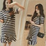**สินค้าหมด Dress3950-Size-M ชุดเดรสน่ารักแขนสั้นชายระบาย มีกระเป๋าข้าง ผ้าสแปนเด็กซ์ลายริ้วสีขาวดำ