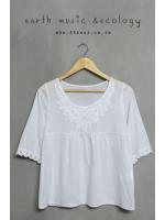 เสื้อแฟชั่นสีขาว earth music&ecology