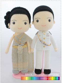 ตุ๊กตาถักคู่แต่งงานชุดไทย โทนเงิน (ราคาไม่รวมสายชื่อ)
