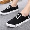 รองเท้าผ้าใบ ผู้ชาย แบบผูกเชือก สียอดนิยม สีขาว สีดำ ปั้มดาว ด้านข้าง รองเท้าหุ้มส้นชาย ใส่เท่ ๆ 825121