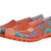 รองเท้าหุ้มส้น รองเท้า คัทชู หนังแท้ รองเท้าผู้หญิง สีส้มอิฐ สียอดนิยม รองเท้าหนัง เพ้นท์ลาย ดอกไม้ สวย ๆ รองเท้าใส่เที่ยว 545699_3