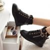 รองเท้าผ้าใบหุ้มข้อ รองเท้าผ้าใบ หุ้มส้น สีดำ เสริมส้น 3cm สไตล์ร็อคเกอร์สาว ดีไซน์ ติดหมุด สีทอง ห้อย จี้หัวกะโหลก แบบสวยมีสไตล์ 61574