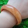 HN14BJกำไลหยกพม่าแท้สีส้มแดงอิฐธรรมชาติ5.9cm.ประกายทองระยิบระยับ สำเนา