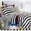 ชุดผ้าปูที่นอน ขนาด 6 ฟุต 5 ชิ้นพร้อม ผ้านวมหนานุ่ม ลายทาง แบบ คลาสสิค ๆ ขาวดำ sn001