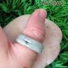 RJT05 แหวนหยกปลอกมีดหยกพม่าแท้สีเขียวหวานลายเทาสวยงามตามท้องเรื่องน่าจับจอง เข้มเนื้อเทียนสีธรรมชาติ แบบใหม่ทำลายเหมือนแหวนสองชั้น