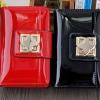 กระเป๋าสตางค์ผู้หญิง ใบสั้น กระเป๋าสตางค์ หนังเงา แบบมี กระดุมปิด ใส่บัตรได้เยอะ กระดุม ลายดอกไม้ มีสีดำ และ สีแดง สาวเปรี้ยว สวยค่ะ 256153