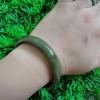 6B34AJ กำไลหยกพม่าแท้สีเขียวเข้ม สีธรรมชาติ 5.9cm.