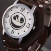 นาฬิกาข้อมือ แบบ ร็อค ๆ นาฬิกาแฟชั่นหัวกะโหลก สายหนังแท้ มีสีดำ และ สีน้ำตาล no 586812