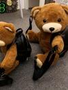 (new)สินค้าขายดี⭐⭐⭐ พร้อมส่ง กระเป๋าหมีแฟชั่นนำเทรน + สพายหลัง (สามารถซื้อขอขวัญ ของฝากใช้งานได้จริง แถมน่ารักด้วย) งานนำเข้าพรีเมี่ยม ขนาดกำลังดี งานน่ารักมากจ้า ข้างในมีช่องเล็กใส่ของจุกจิก สายสะพายยาว