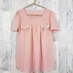 **สินค้าหมด blouse1776 เสื้อแฟชั่นผ้าชีฟองเนื้อทราย แต่งกระเป๋าหลอกปักมุก แขนสั้น สีชมพูกลีบบัว