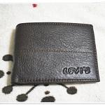 กระเป๋าสตางค์ Levis หนังแท้ สีน้ำตาลเข้ม แต่งตะเข็บกลาง L108