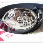 เข็มขัดผู้ชายหนังแท้ Levis หัวสีเงินวงรี หนังเงาดำ Le357006