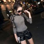 เสื้อแฟชั่น เสื้อผู้หญิง แขนยาว เสื้อยืด ใส่เที่ยว ดีไซน์ แขน ชีทรู ลูกไม้ สีดำ แบบ สาวเปรี้ยว ใส่กับ กางเกงหนัง ขาสั้น เปรี้ยว ใส่เที่ยวกลางคืน 377481