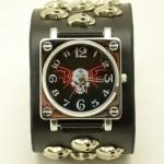 นาฬิกาข้อมือ สายหนังแท้ เส้นใหญ่ สีดำ สไตล์ ร็อคเกอร์ ติดจี้ หัวกะโหลก สีเงิน เท่ ๆ หน้าปัด หัวกะโหลก สีดำ แบบ พั้งค์ร็อค นาฬิกา เท่ ๆ แบบสวย 696809