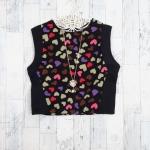 **สินค้าหมด blouse2581 เสื้อครอปแขนกุด ผ้าสูทเนื้อดีลายหัวใจคัลเลอร์ฟูลพื้นสีดำ