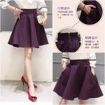 Skirt316 กระโปรงบานทรงสวย ซิปหลัง ผ้าสูทเนื้อดีหนาสวยลายริ้วสีชมพูกรม มีกระเป๋าข้าง งานดีผ้าสวยเกินราคา แมทช์กับเสื้อได้หลายแบบ