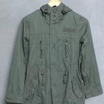 เสื้อแจ็คเก็ตสีเขียวทหาร