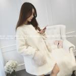 เสื้อกันหนาว ขนแกะสีขาว แต่กระเป๋าด้วยขนเฟลอฟูๆ บุซับในกันลม น่ารักมากก พร้อมส่งจ้า