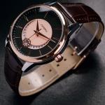 นาฬิกาข้อมือ ผู้ชาย หนังแท้ ดีไซน์ สไตล์ ผู้บริหาร แบบผู้ใหญ่ สัญชาติ ญี่ปุ่น หน้าปัด ติดเพขร ด้านใน เพิ่มความหรู สายหนังสีน้ำตาล หน้าปัด ขาว ดำ 213242