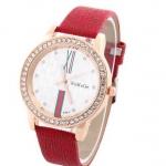 นาฬิกาข้อมือผู้หญิง สายหนัง pu หน้าปัดฝัง คริสตัล เพชร รอบเรือน ตัวเลขโรมัน สวยหรู คลาสสิค สีแดง สาวเปรี้ยว 95728