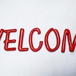 """WELCOME"" ตัวเรซิ่นขนาด 2 นิ้ว สีแดง"
