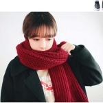 ผ้าพันคอไหมพรม เกาหลี สีแดงเข้ม มิกกับชุดไหนก็สวย ใส่ได้ทั้งผู้ชายและผู้หญิง พร้อมส่ง