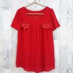 SALE!! blouse1778 เสื้อแฟชั่นผ้าชีฟองเนื้อทราย แต่งกระเป๋าหลอกปักมุก แขนสั้น สีแดง