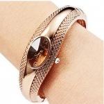 นาฬิกาข้อมือ ผู้หญิง แบบ กำไลข้อมือ สีทอง หน้าปัด วงรี ดีไซน์ สวย ใส่ออกงาน นาฬิกา กำไล ของขวัญให้แฟน สุดหรู 401876