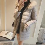 เสื้อกันหนาว ตัวยาว ประดับเฟอร์ฟูๆ ที่ฮู้ด ขนฟูประมาน 3/4 ผ้าร่มเนื้อดีกันลม บุนวมนุ่ม ซิปหน้า เกาหลีมากๆ