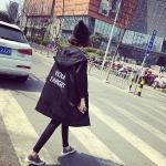 เสื้อคลุมสไตล์เกาหลี สีดำ ทรงสวย ผ้าร่มเนื้อเรียบ ไม่หนา ใส่คลุมกำลังดี เท่ๆ พร้อมส่งเลยจ้า