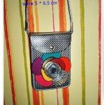 กระเป๋าใส่โทรศัพท์ มือถือ เศษสตางค์ สีเงิน สุดหรู หนัง pu กันน้ำ ติดดอกไม้ด้านหน้า มีช่องใส่ 2 ช่อง หมดปัญหาเรื่องการลืมโทรศัพท์อีกต่อไป te005