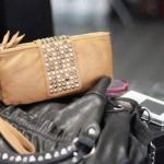 กระเป๋าสตางค์ผู้หญิง กระเป๋าสตางค์แบบสาวร๊อค หนังนิ่ม สีเบจ ใส่โทรศัพท์ได้