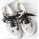 รองเท้าผ้าใบ ผู้หญิง รองเท้าหุ้มส้น แบบวัยรุ่น ใส ๆ เพ้นท์ลายดอกไม้ สีดำ รองเท้าแนว สปอร์ต สวย ๆ 545807_2