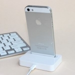 แท่นชาร์จ โทรศัพท์ iphone 5 5S iTouch 5 สีดำ และ สีขาว no 89984