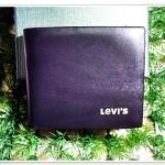 กระเป๋าสตางค์ผู้ชาย หนังแท้ Levis สีดำลายไม้ Le10313