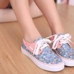 รองเท้าผ้าใบ หุ้มส้น เพ้นท์ลายดอกไม้ รองเท้าผ้าใบวัยรุ่น สีฟ้าตัดกับสีชมพู หวาน ๆ รองเท้าหุ้มส้น ใส่เที่ยว สไตล์ วัยรุ่น น่ารัก ใส ๆ 11359