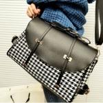 กระเป๋าถือ กระเป๋าสะพายข้าง ผ้าแคนวาส โทนสี ขาวดำ ผสมผสาน กับ หนัง สีดำ เป็นฝาปิด กระเป๋าถือ ใส่ Ipad ได้ ดีไซน์หรู 167503