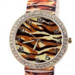 นาฬิกาข้อมือผู้หญิง นาฬิกาแฟชั่น สำหรับคนชอบสะสม นาฬิกาข้อมือ สาย Silicone อย่างดี หน้าปัด ล้อมเพชร คริสตัล สีน้ำตาล ลายเสือ 829094_1