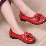 รองเท้าหุ้มส้น ผู้หญิง รองเท้าหนังแท้ รองเท้าแบบสวม หนังนิ่ม สไตล์วินเทจ ลายดอกไม้ รองเท้าแบบตุ๊กตา น่ารักสุด ๆ 513102