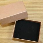 กล่องใส่สร้อยคอ สร้อยข้อมือ กล่องของขวัญ ด้านในบุผ้าสักหลาดสีดำ สวยหรู แพ็คละ 12 ใบ 1 โหล no 84652