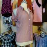 **สินค้าหมด blouse1590 เสื้อแฟชั่นคอปกเชิ้ต ผ้าชีฟอง กระดุมหน้า แขนสั้นเว้าไหล่ สีชมพูกะปิ